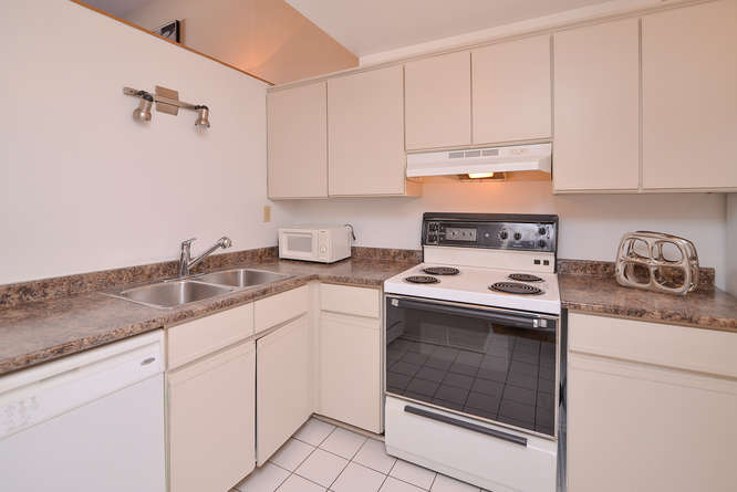 Good sized kitchen, bright and clean, plenty of cabinet and counter space