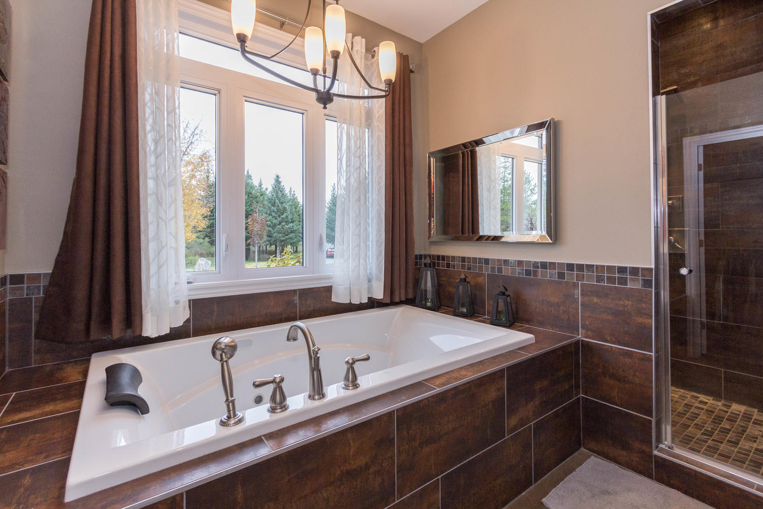 Beautiful soaker tub with removable shower wand, Jacuzzi style, large window to enjoy the peaceful surroundings while sipping on a glass of wine.