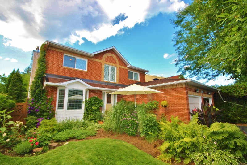 Beautiful Home, fully landscaped front to back, amazing neighborhood, close to Ottawa river and parks and paths galore!