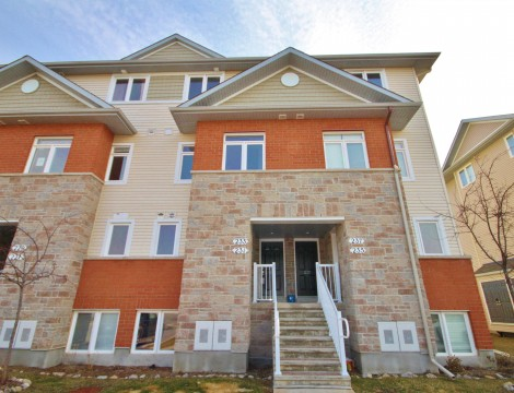 Photo of ***SOLD*** – Power of Sale, Large 2 bedroom stacked townhome