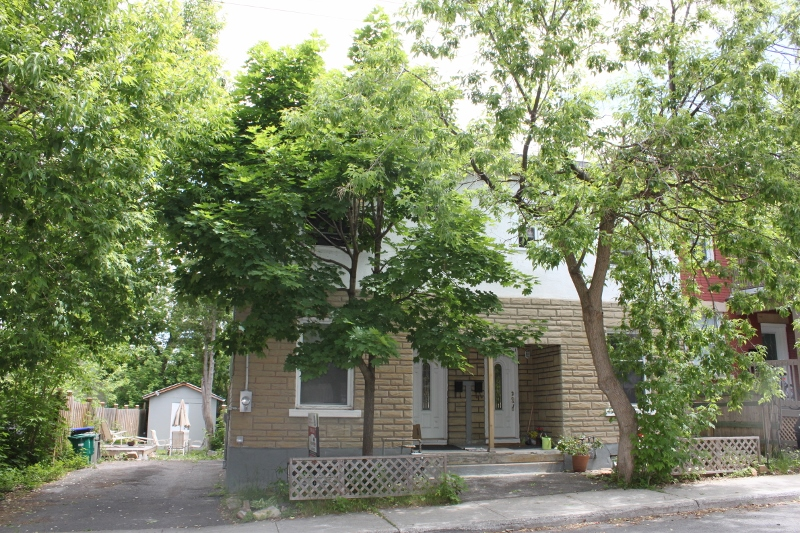 Welcome to 107 and 109 Melrose, located on a nice quiet dead end street. 2 homes for 1 great price