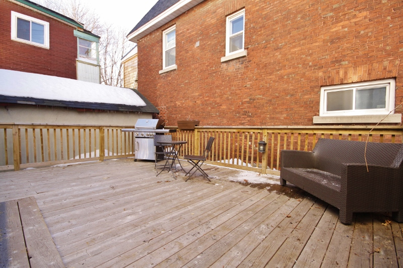 Huge deck!  Size does matter, when it comes to back yard bbq's!