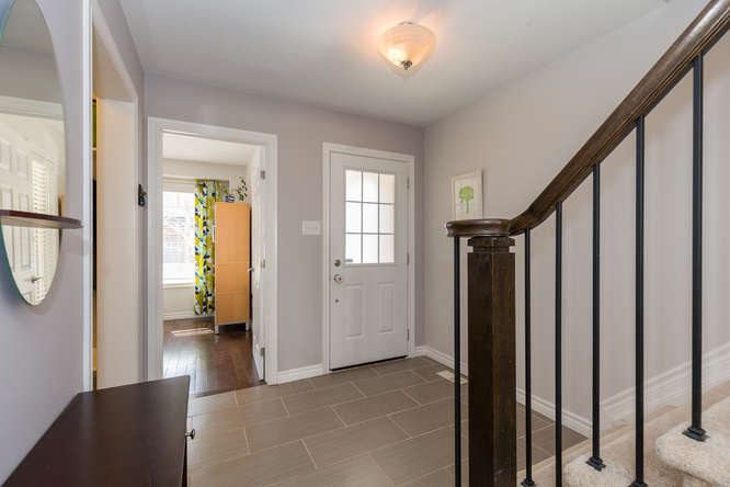 Large tiled entry way. Welcome Home!