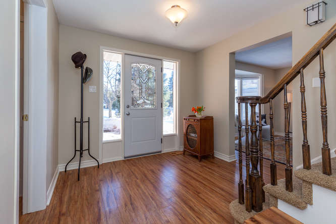 Very spacious front entrance.  Living room to your left upon entering, mud/laundry room to your right.