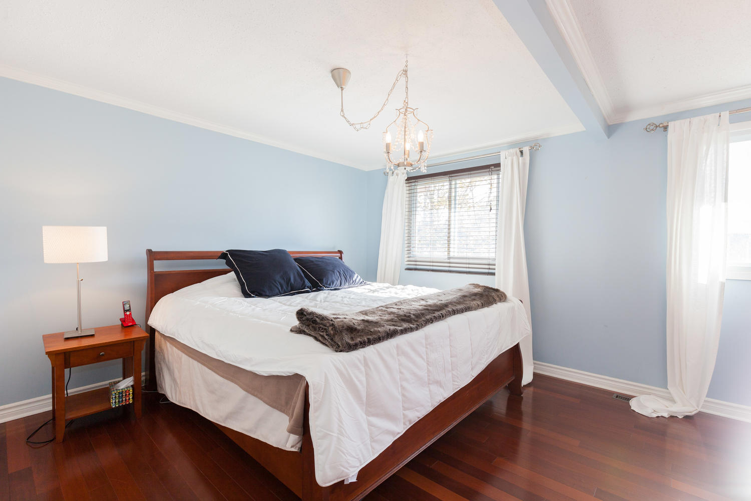This sun-filled and airy bedroom boasts serenity. Nothing like a relaxing atmosphere!