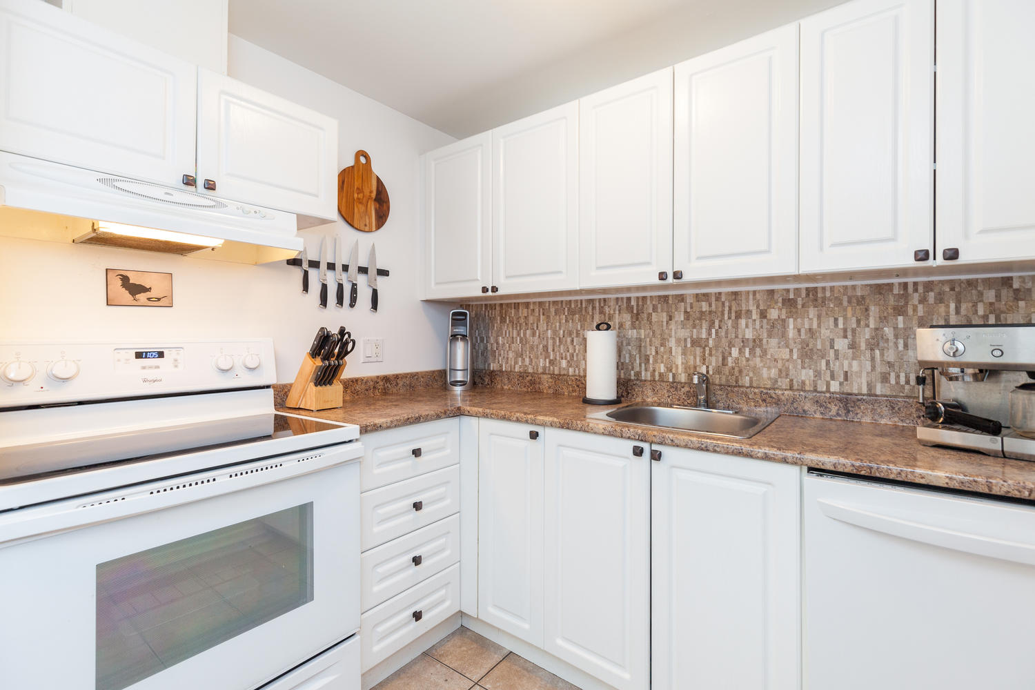 GREAT sized eat in kitchen.  Nicely updated, very bright, loads of storage space and ample counter space.  Sure to impress.