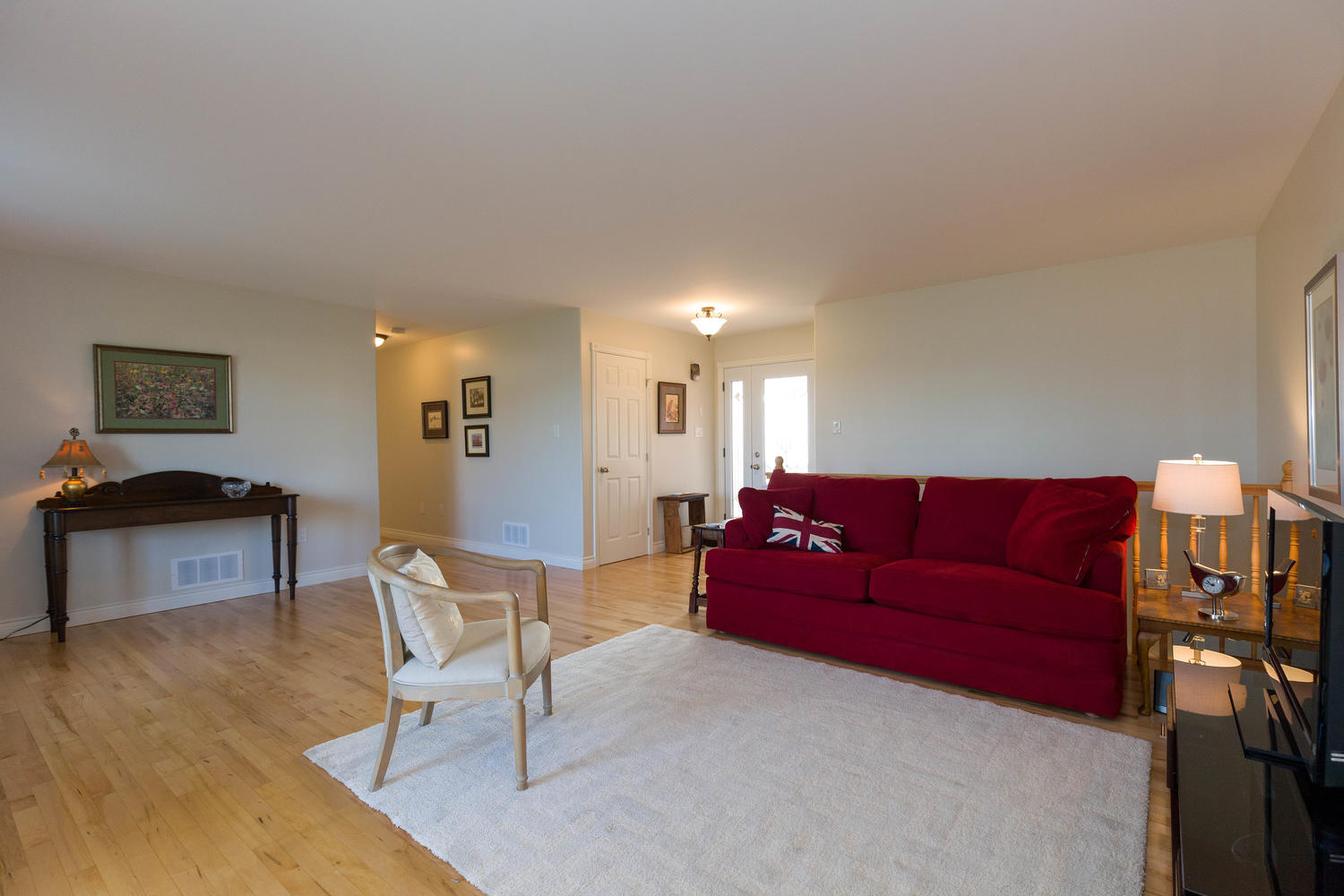 Large open living space, hardwood flooring, lots of natural light.  Just a nice flowing floor plan and open and inviting from the moment you walk into it no matter from what angle.