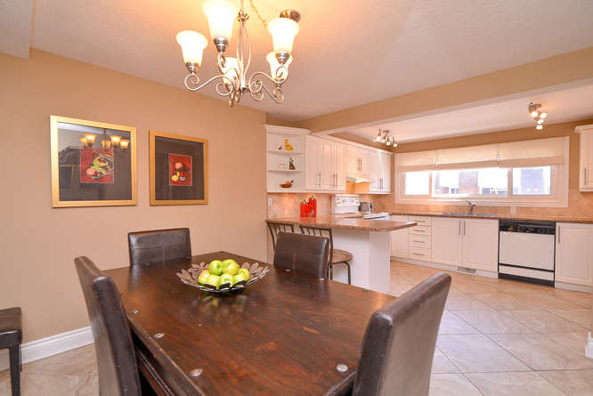 Updated in 2011 this large spacious kitchen has loads of cabinet and counterspace, as well as a breakfast bar and a dining area large enough for just about any sized table