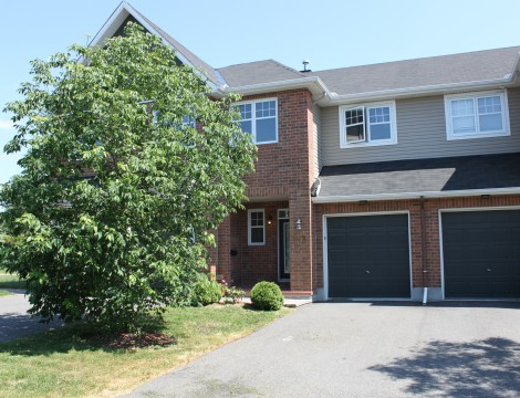 Photo of ***SOLD*** Findlay Creek Townhome with Lots of Upgrades