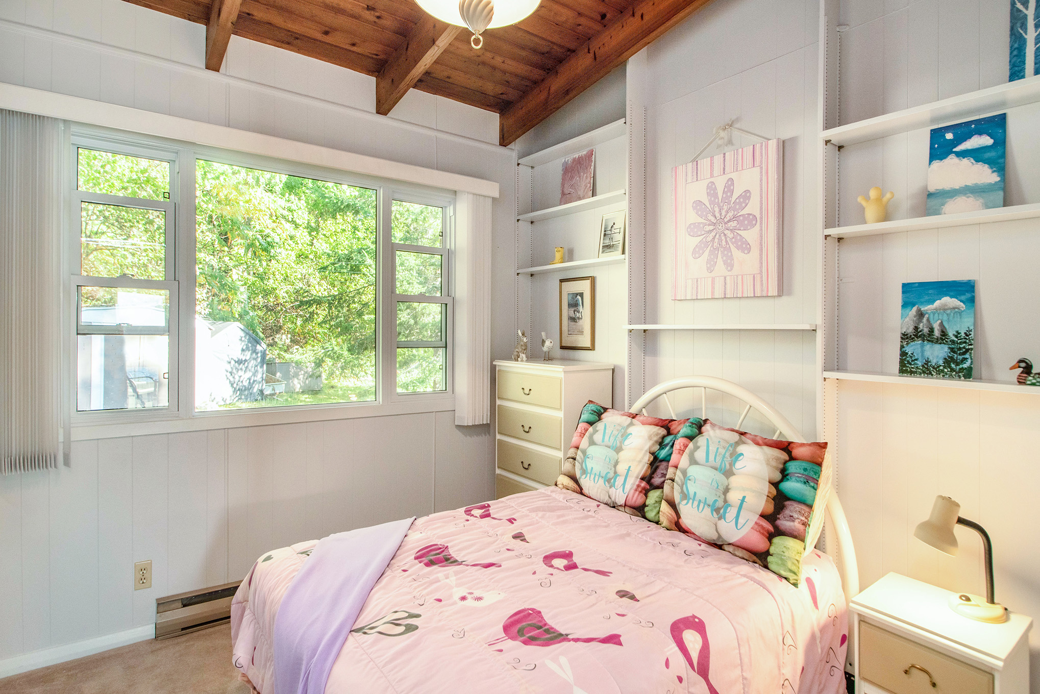 Great space in this cozy bedroom number 4