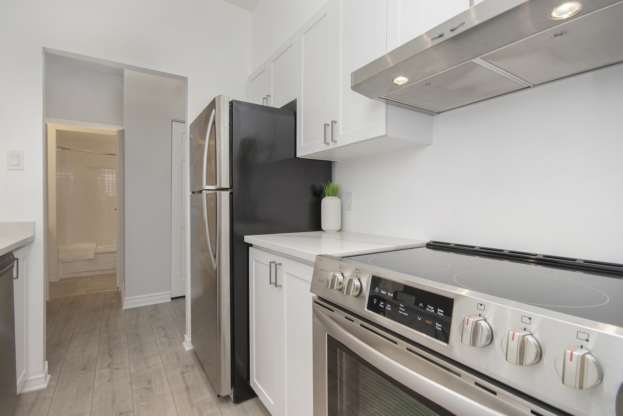 This stunning 1 bed, 1 bath unit is conveniently located at Laurier and Kent in Centretown. Close to LRT & steps away from it all! This unit is completely reno'd with high end finishes